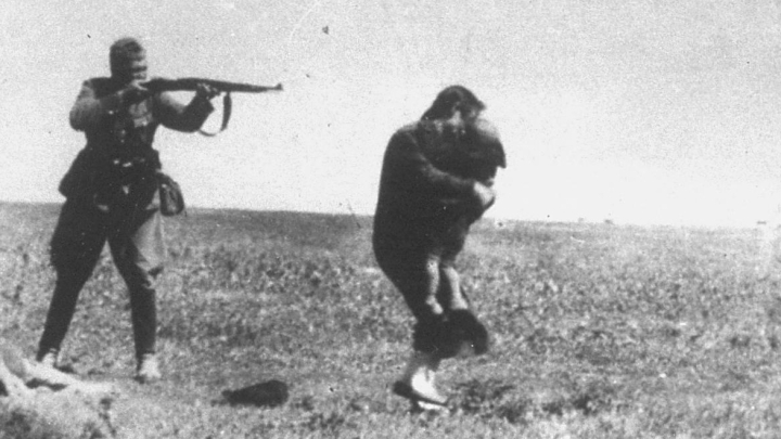 Woman and her child being murdered at Babi Yar